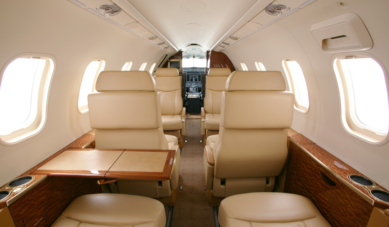 Learjet 40_Int_WEB.jpg