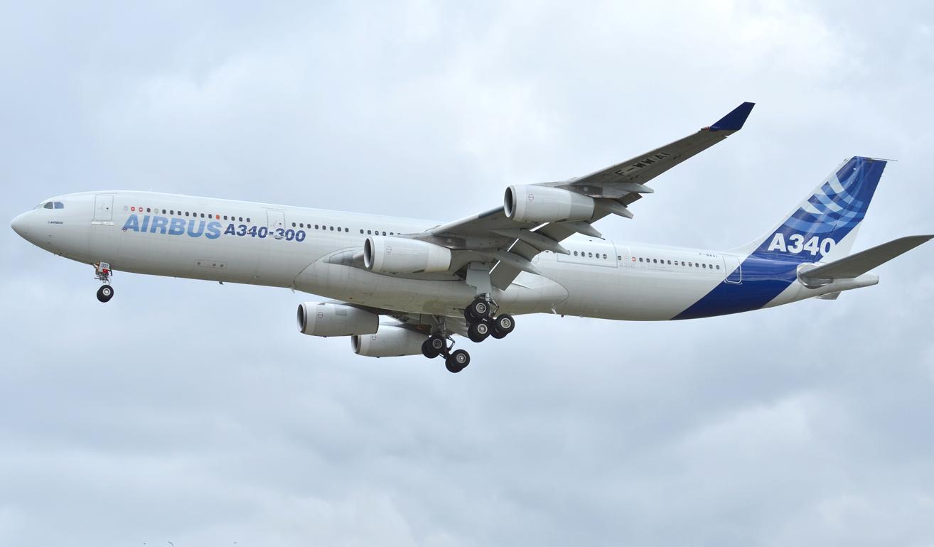 Airbus 340-300_Ext.jpg