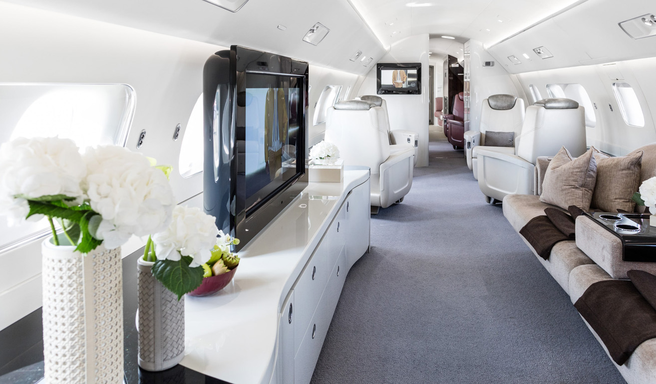 Embraer Lineage_cabin.jpg