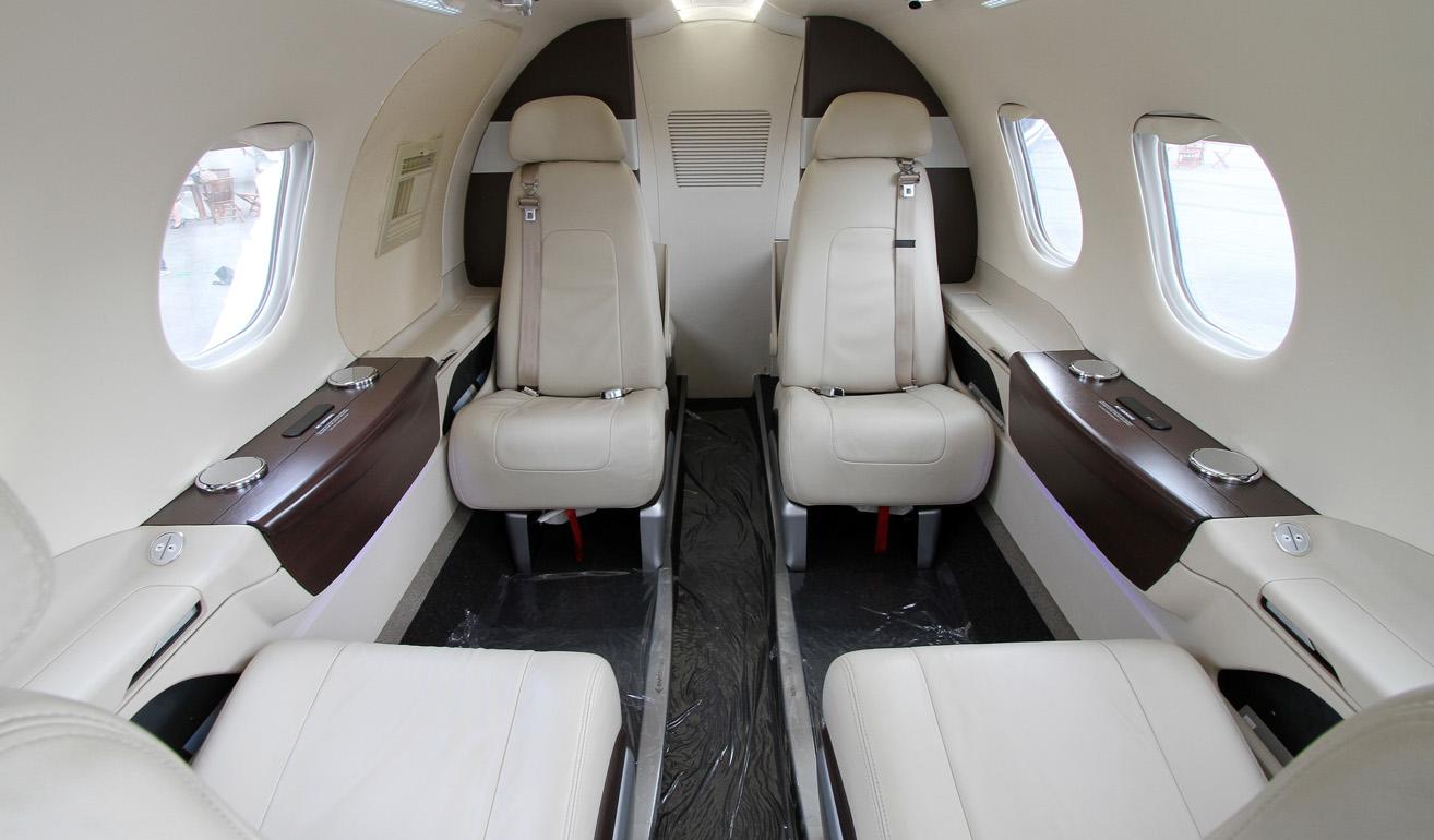 Phenom 100_cabin.jpg