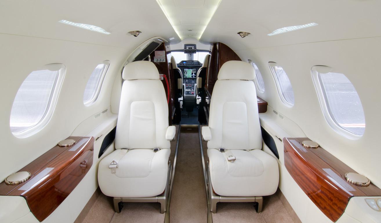 Embraer Phenom 300_cabin.jpg