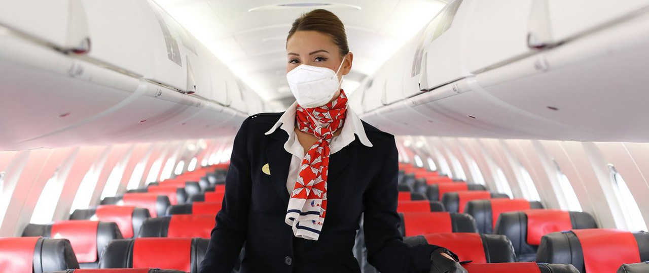 AirNostrum_asistente vuelo mascarilla_BLOG.jpg